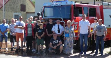Przekazanie samochodu strażackiego
